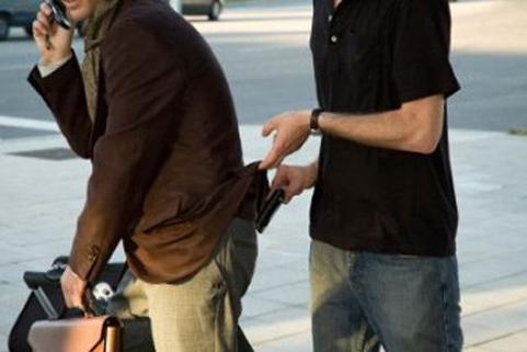 Hogyan védd meg magad a tolvajoktól. Önvédelmi tippek, ha a cuccaidra is vigyáznál.