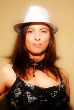 """""""Sosem tudhatja az ember, hogy mi vár rá, amikor lekerül a színpadról..."""" Varga Brigi, énekesnő Ninjutsu Női Önvédelem"""